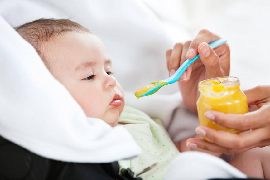 Introducir nuevos alimentos en la dieta del bebé
