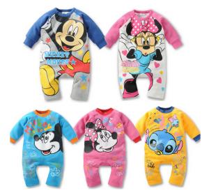 Ropa de bebé barata con personajes Disney