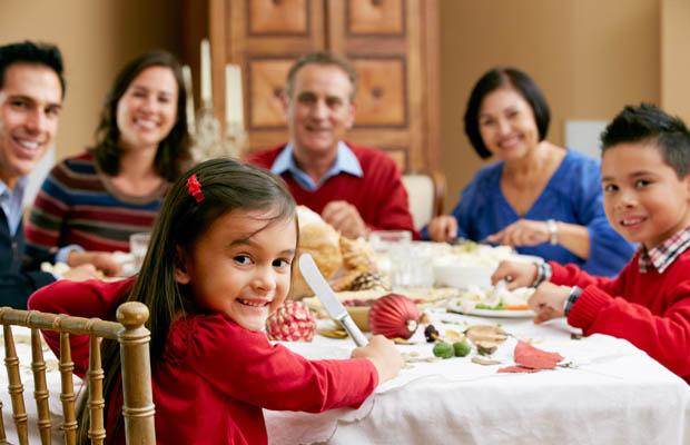 Buenos modales en la mesa para niños