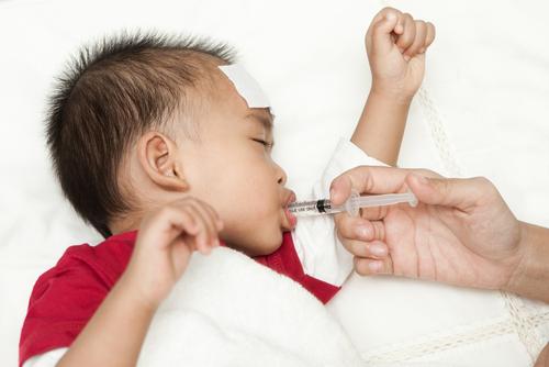 Aplicación de Apiretal en bebés con fiebre