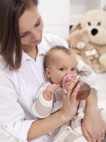 Qué dar de comer a un bebé con diarrea aguda