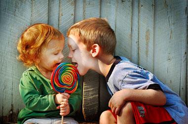Cómo enseñar a tu hijo a compartir con sus hermanos