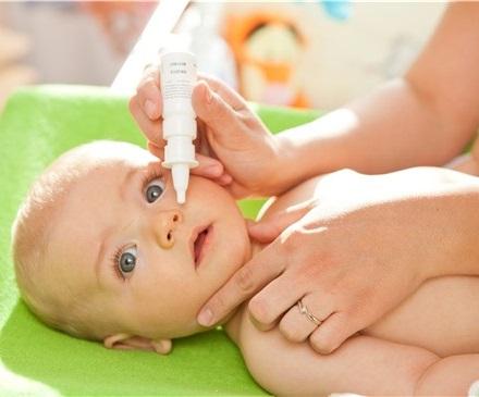 Limpiar la nariz del bebé