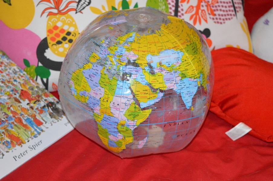 Pelota con forma de globo terráqueo