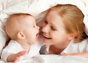 Cómo hacer reír a un bebé