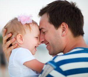 Cómo hacer reír a un bebé de un año