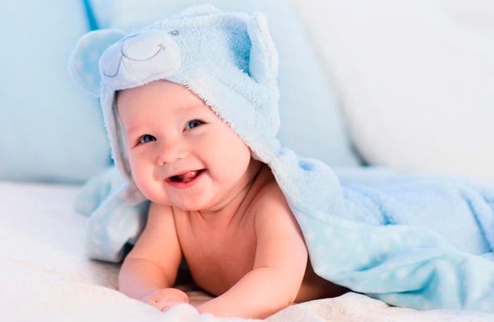 bebé se mueve mucho en el baño