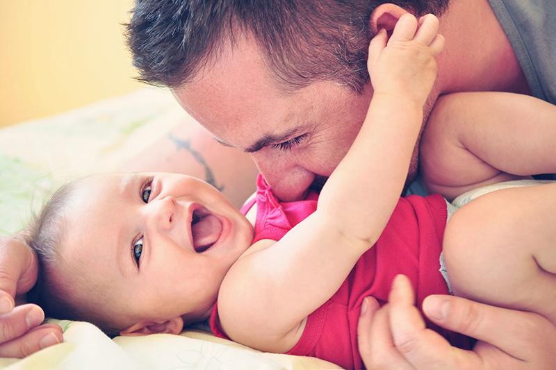 cuidar recien nacido por papa