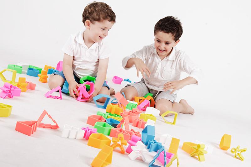 juguete inteligente dëna Toys