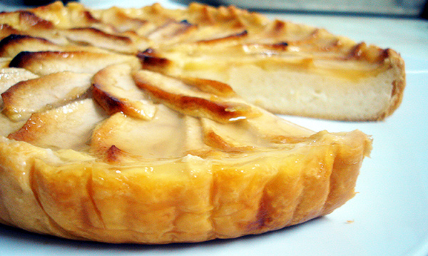 tarta de manzana casera con crema pastelera