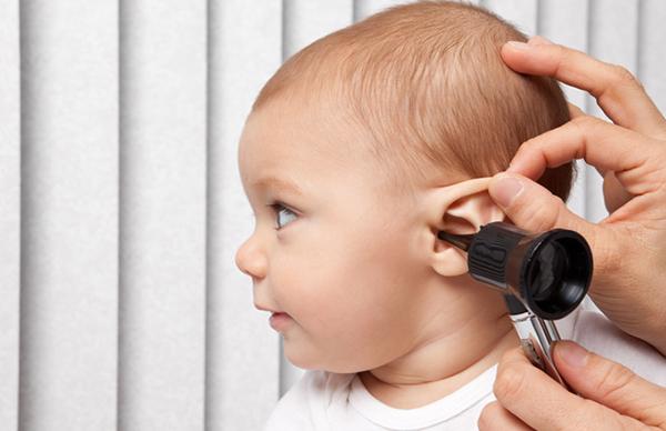 mocos en el oído niños