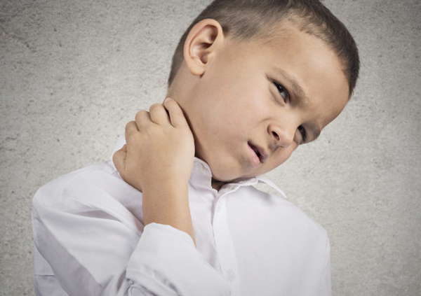 dolor de garganta y oido de un solo lado