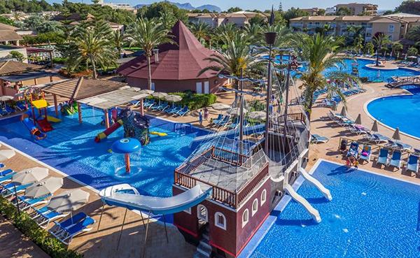 hoteles todo incluido con toboganes en piscina