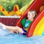 mejores piscinas con toboganes para niños