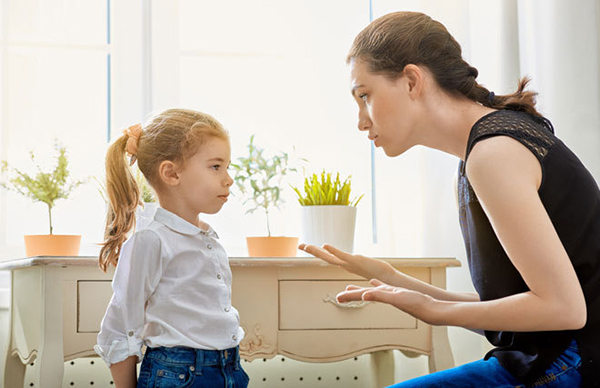 castigar niños mentirosos