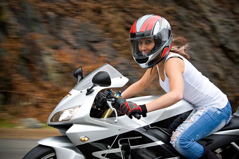 puedo montar en moto durante el embarazo