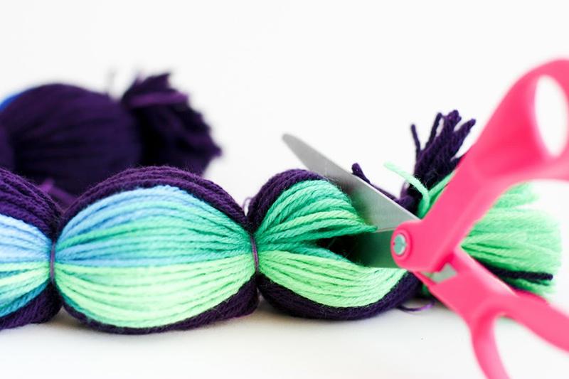 como hacer pompones de lana