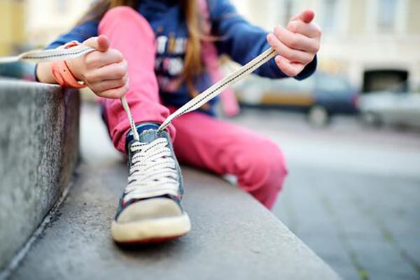 poner cordones zapatillas sin atar