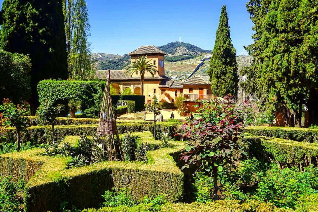 visitar alhambra por fuera jardines