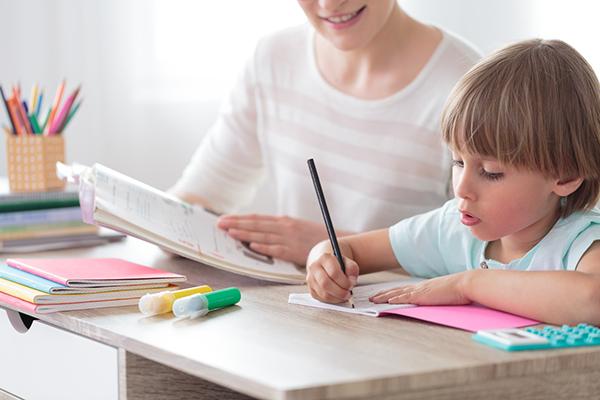 imagenes de niños pequeños estudiando