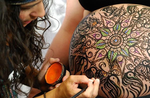 pintura para barriga embarazada