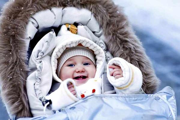 mono invierno bebe niño