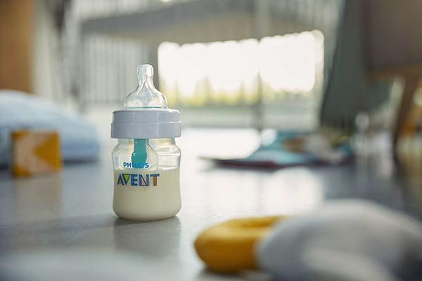 cuanta leche toma un bebe de un mes y medio