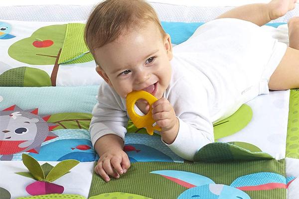 suelo gateo bebe