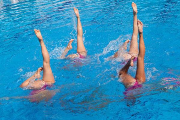 actividades en piscina para niños