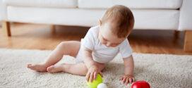 ¿Por qué los bebés tiran las cosas al suelo?