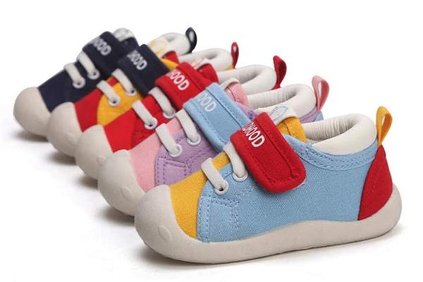 cuando empezar a poner zapatos bebe