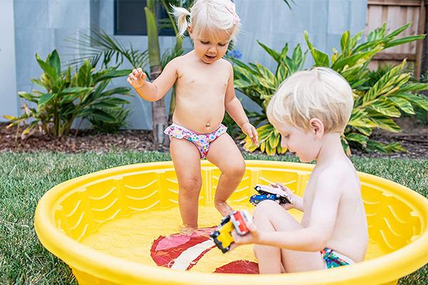 cuando se puede bañar un bebe en la piscina