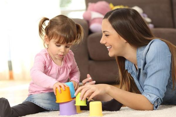 cómo elegir una niñera