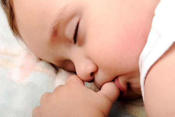 succion de dedo bebé