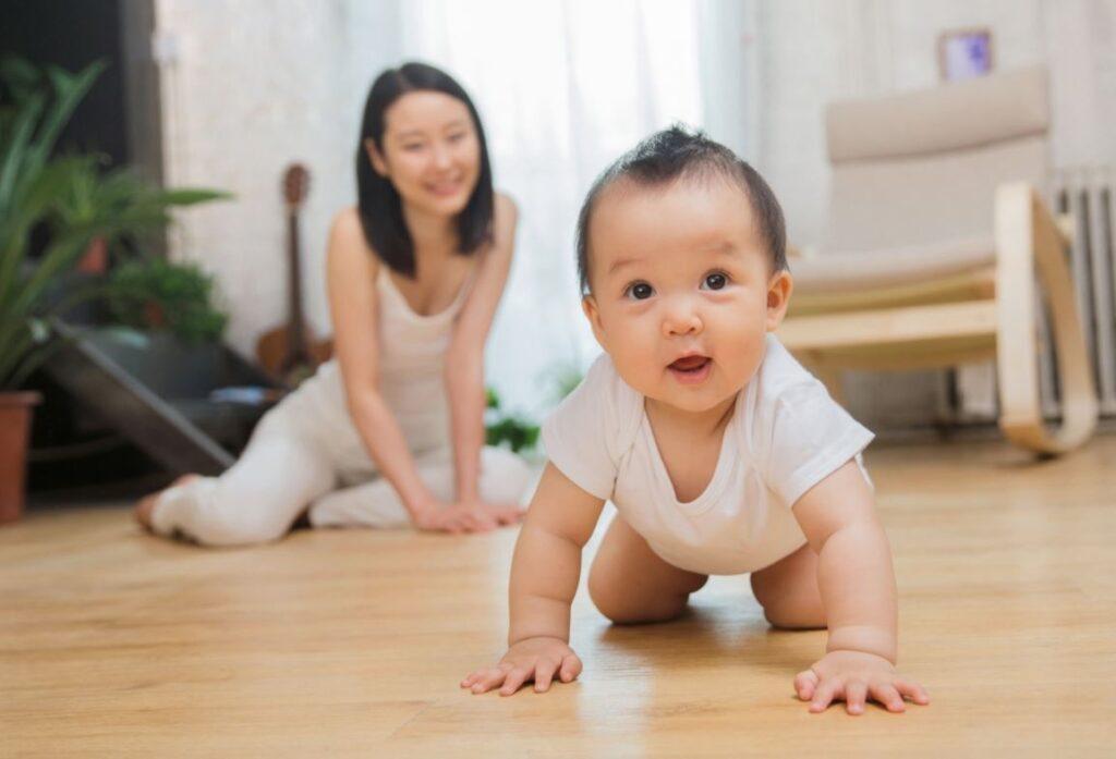 beneficios de gatear en bebes