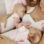 como amamantar a gemelos