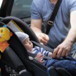 como instalar la silla de bebe en el auto